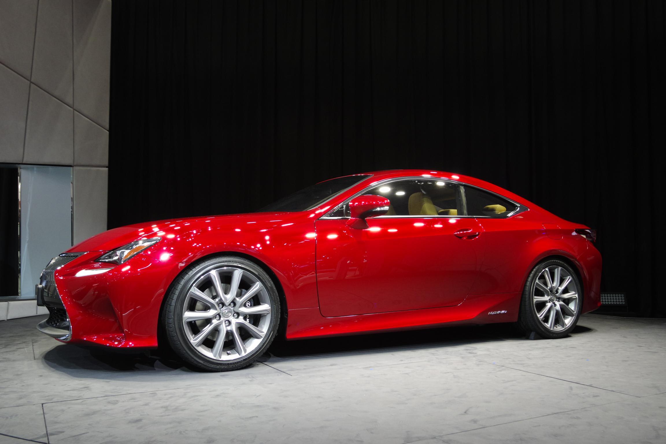 Salon de Tokyo 2013 - Lexus RC 300h
