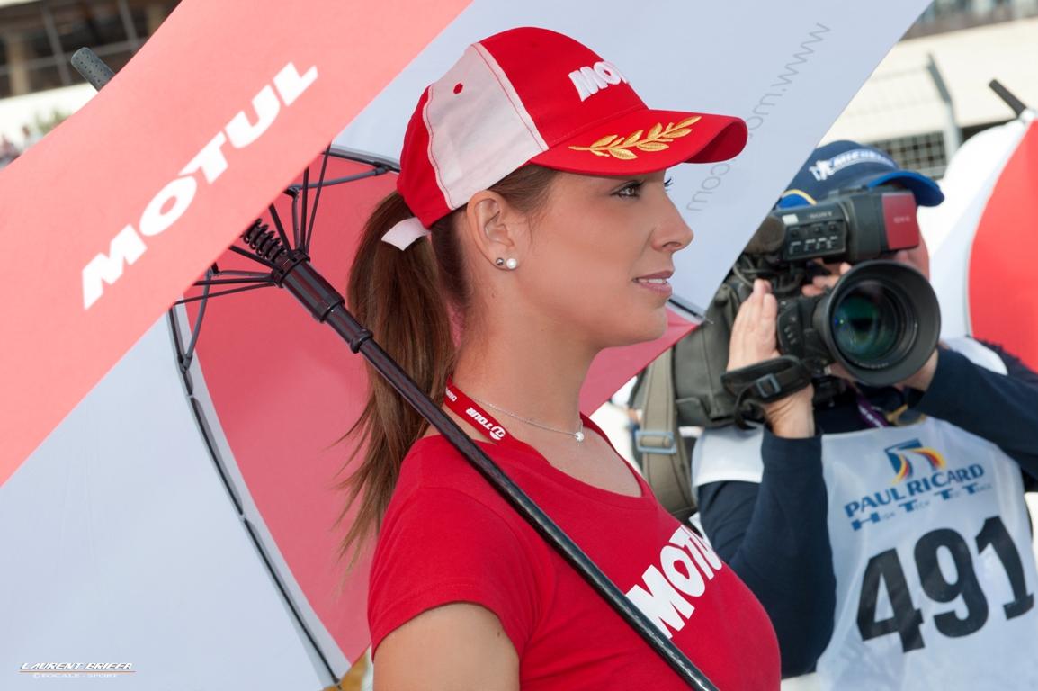 Hotesse en ligne de depart, course FFSA GT course 2