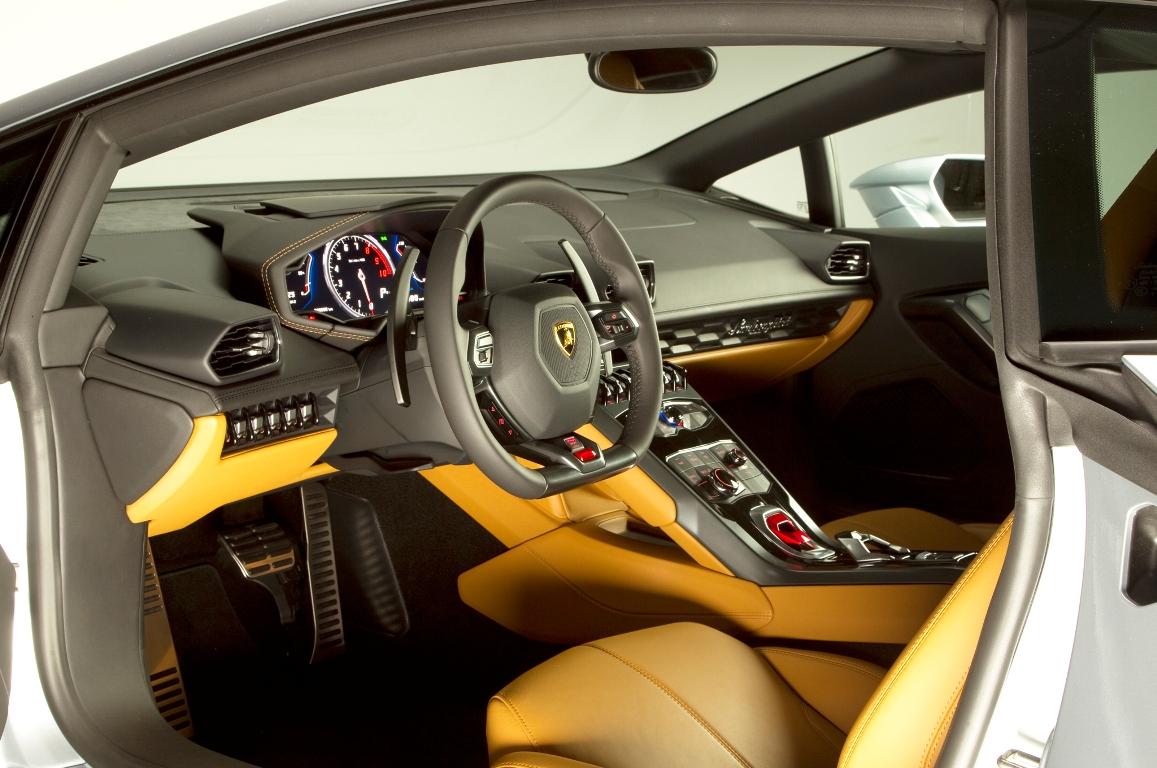 2015-Lamborghini-Huracan-interior