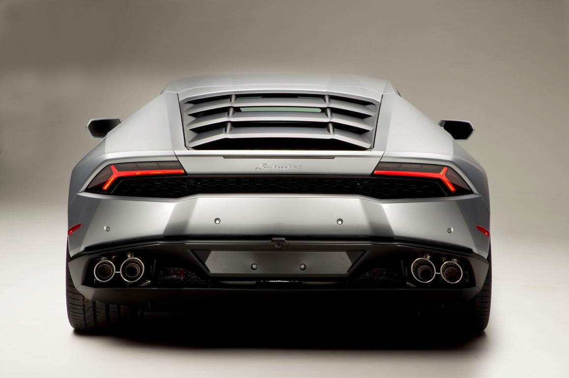 2015-Lamborghini-Huracan-rear-end