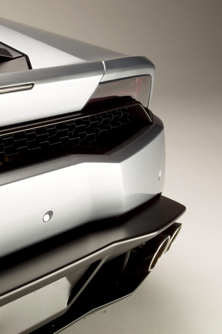 2015-Lamborghini-Huracan-rear-exterior