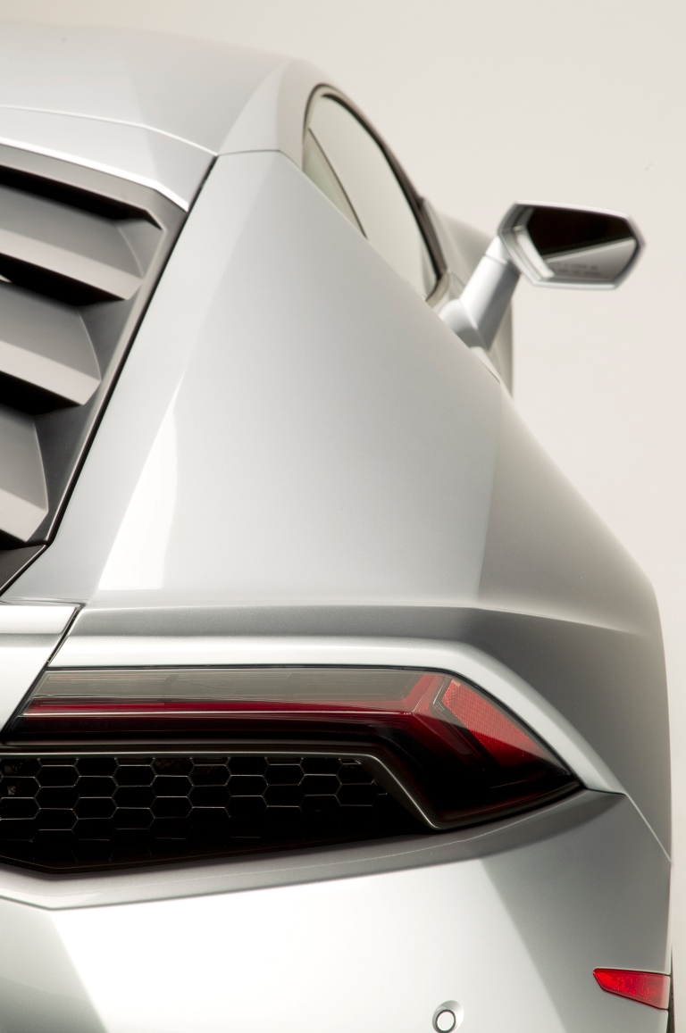 2015-Lamborghini-Huracan-rear-taillight-03