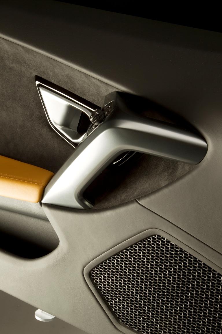 2015-Lamborghini-Huracan-speaker