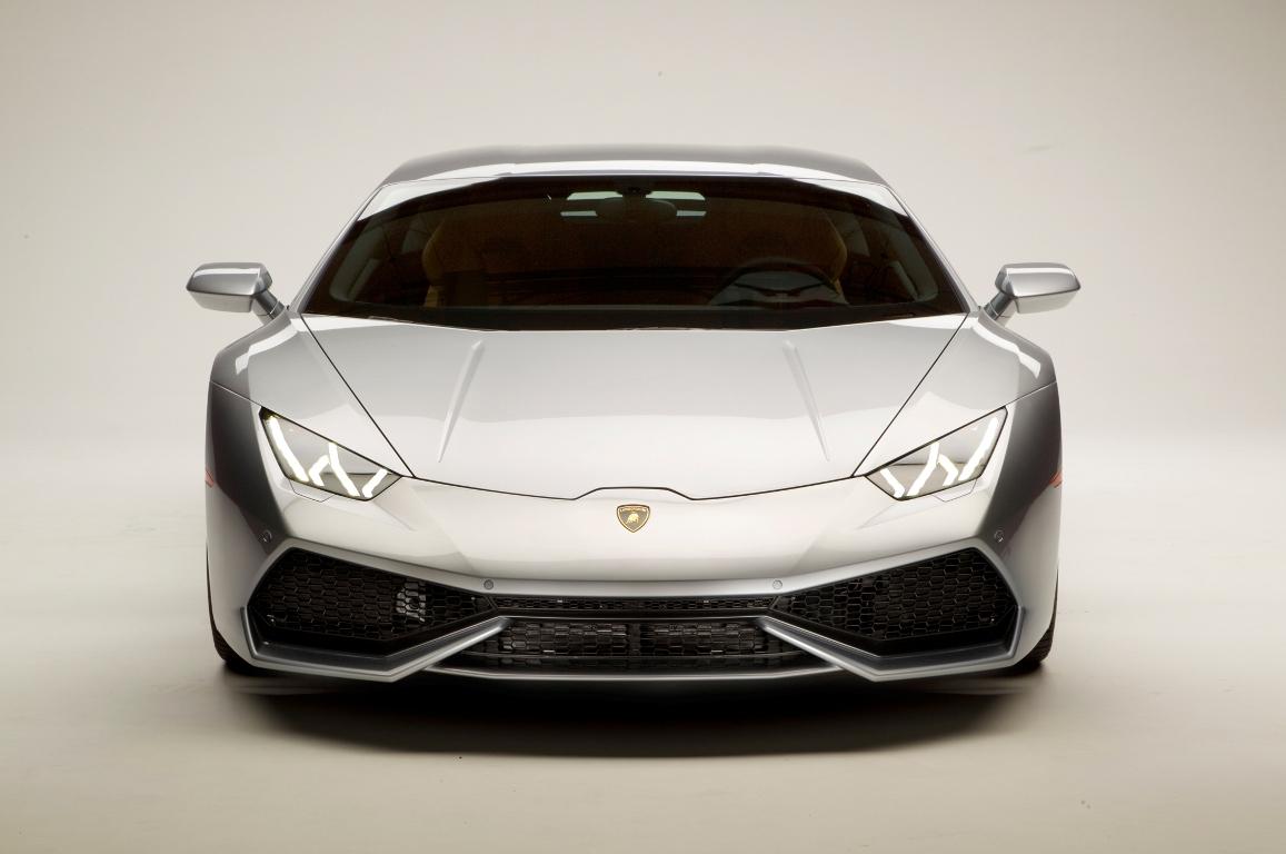 2015-Lamborghini-Huracan-white-front-end