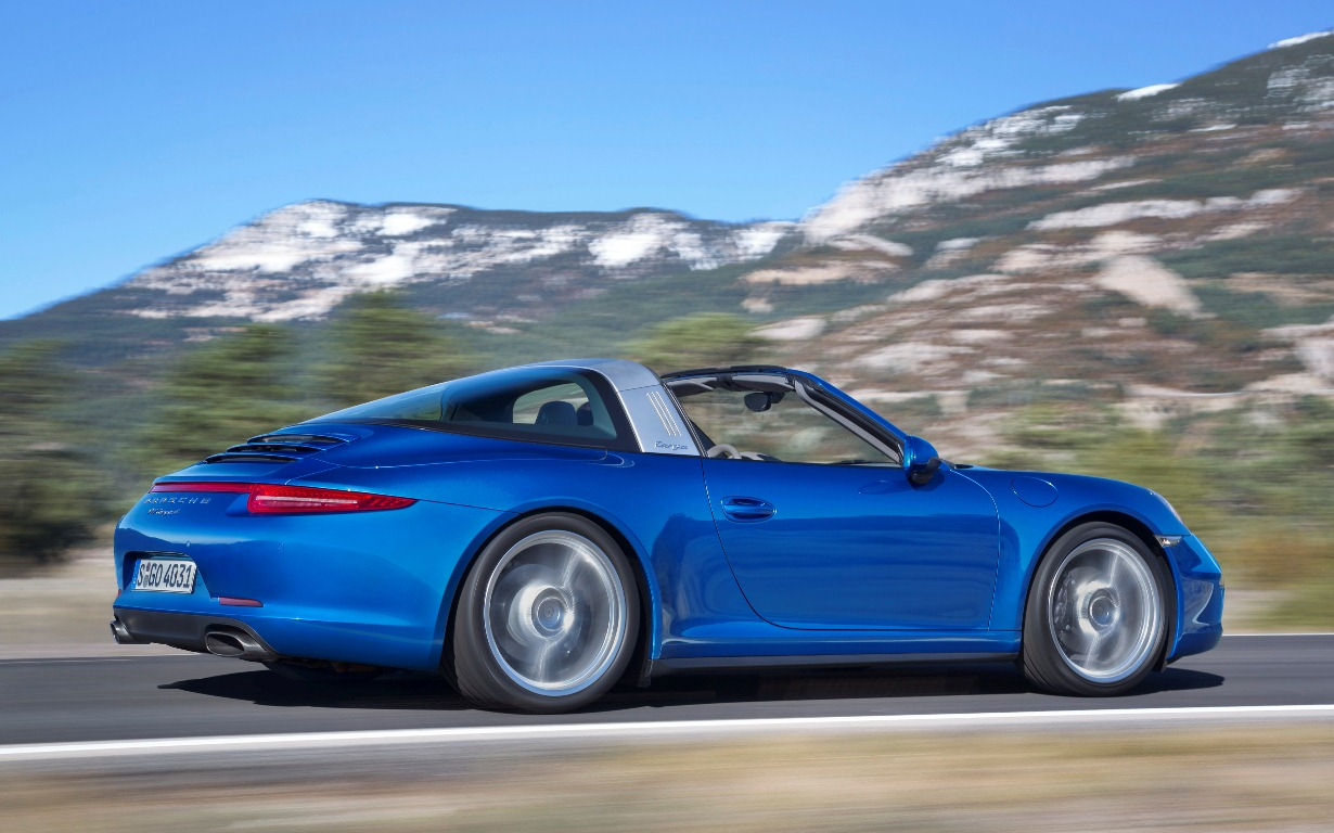 Embargo_1730_13_January_2014_Porsche_911_Targa_4_on_road