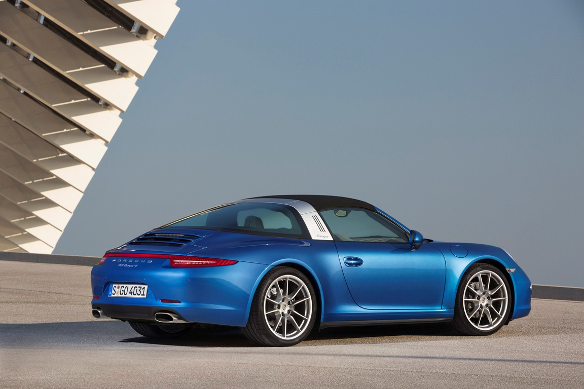 Embargo_1730_13_January_2014_Porsche_911_Targa_4_roof_up_static