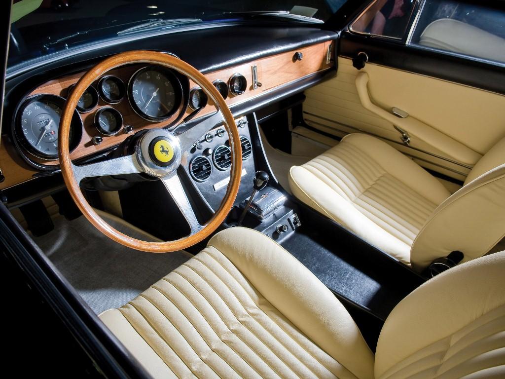 Ferrari-330-GTC-1966-1968-Photo-12
