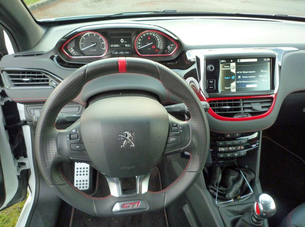Peugeot 208 gti d tach e for Question exterieur permis peugeot 208