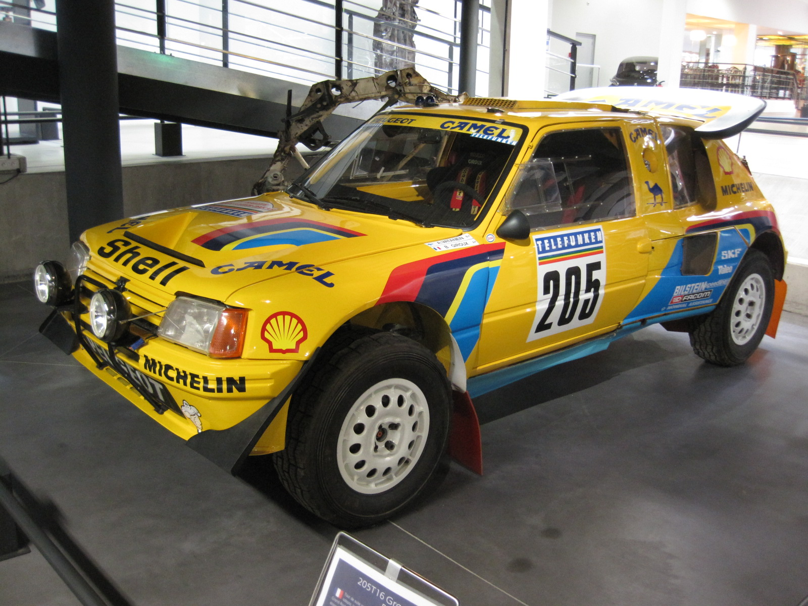 Peugeot_205_Turbo_16_Dakar