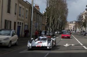 Audi R18 e-Tron Quattro dans les rues du Mans