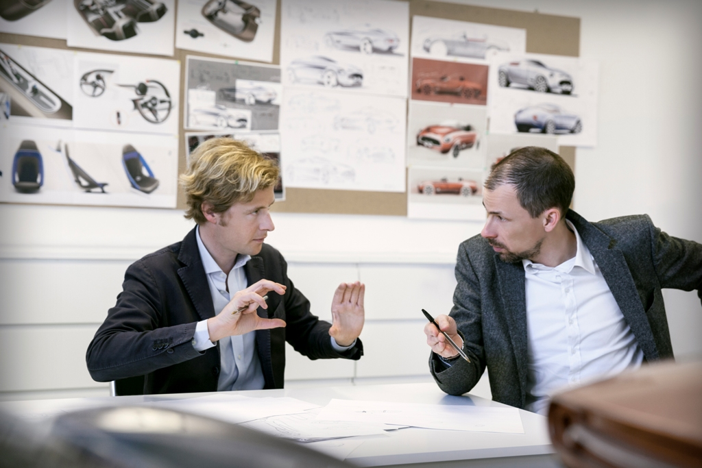 Louis de Fabribeckers, responsable du Design chez Touring Superleggera & Anders Warming, responsable de Mini Design - Mini Superleggera Vision au Concours d'Elegance Villa d'Este