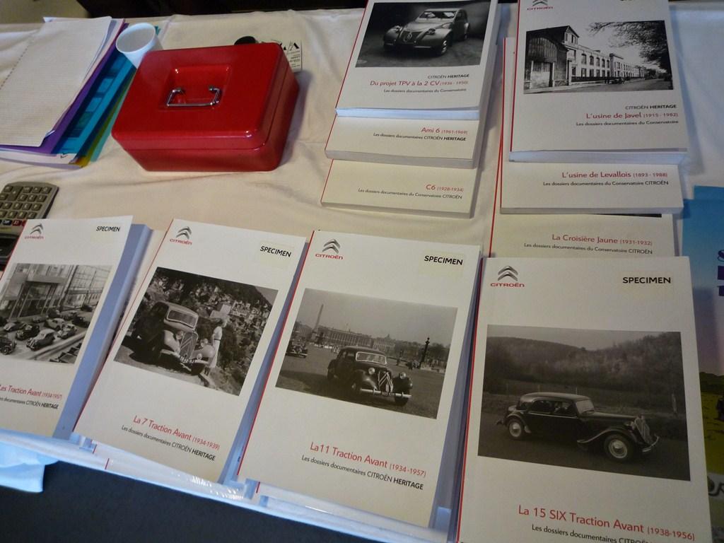 Des dossiers intéressants, dédiés à un modèle spécifique ou à des thèmes historiques de la marque (autochenilles, usines...)