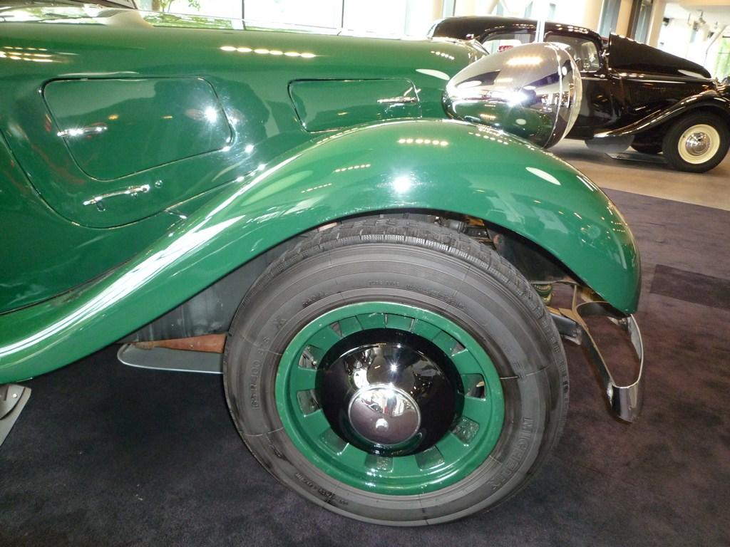 Un splendide cabriolet 11B de 1939. Là aussi un siège de belle-mère, mais qui dans ce cas il faut quand même lui faire la conversation...