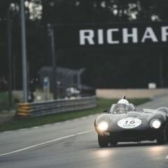 Le Mans Classic 2014 : plateau 3, Chris Harris sur Jaguar devant Ferrari