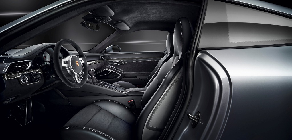 Embargo_00_01_8_October_2014_Porsche_911_Carrera_GTS_interior