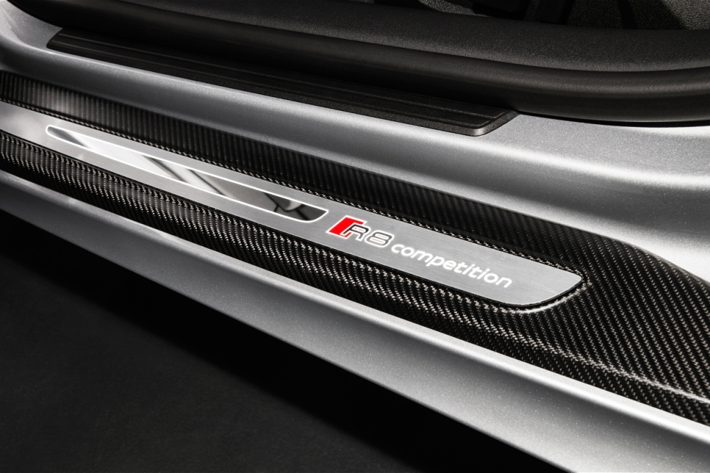 2015-audi-r8-competition-door-sill