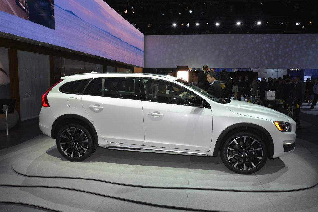 Volvo V60 Cross Country - Los Angeles Auto Show 2014