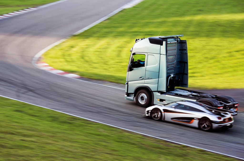 Volvo Truck vs Koenigsegg One:1