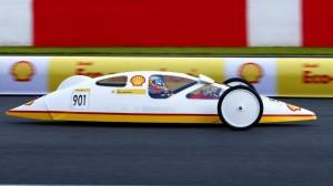 Les pilotes de la Scuderia en voitures de l'Eco Marathon Shell