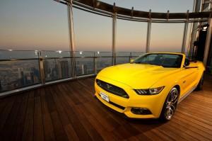 Une Mustang assemblée sur le toit du monde !