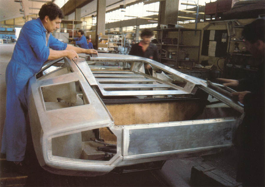 lamborghini_countach_factory_view_copie
