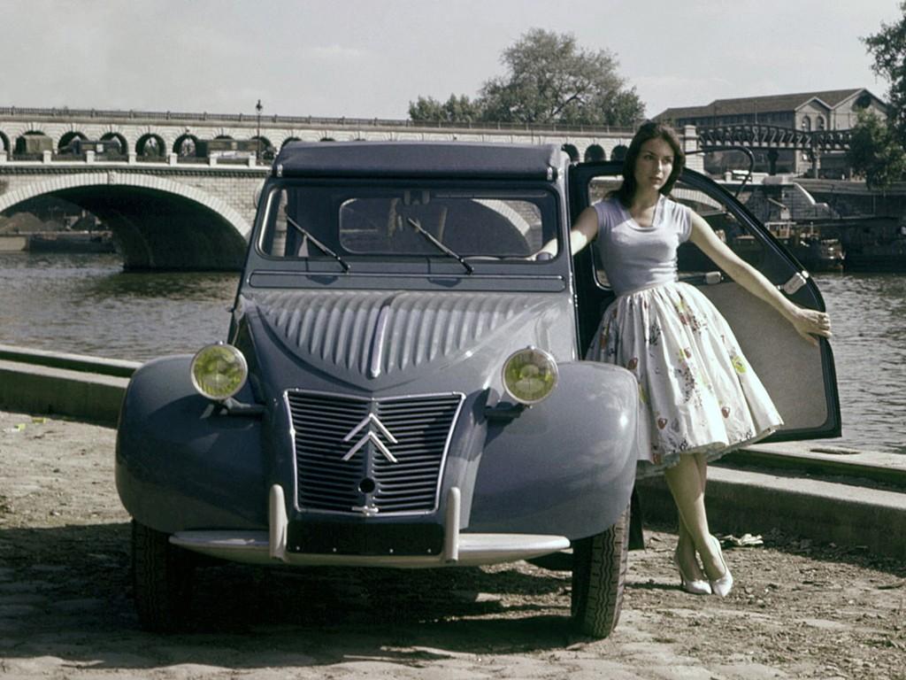 Citroën à Rétromobile - 2CV