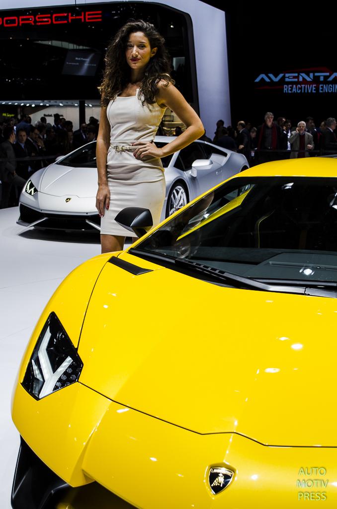 Salon de gen ve 2015 les h tesses partie 1 for Salon auto hotesse