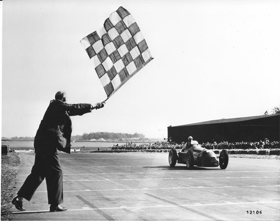 Alfa Romeo remporte son premier grand prix de Formule 1 en 1950