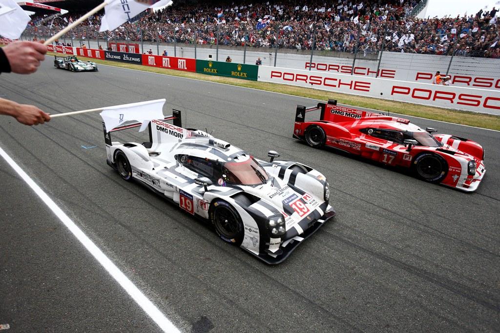 Porsche 919 Hybrid (19), Porsche Team: Nico Huelkenberg, Earl Bamber, Nick Tandy Porsche 919 Hybrid (17), Porsche Team: Timo Bernhard, Mark Webber, Brendon Hartley