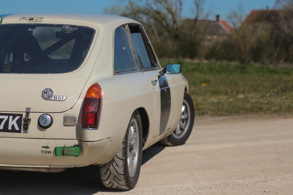 MG B GT 1972 Racing