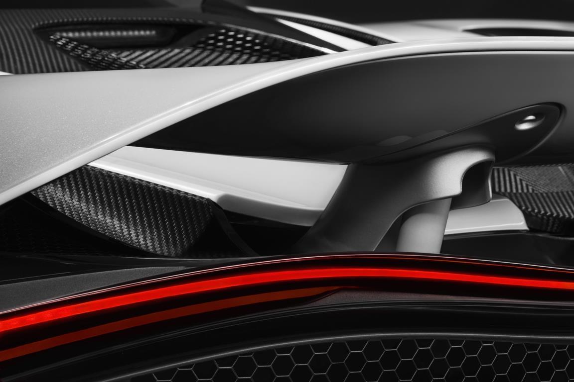 McLaren Super Series 2ème génération - aileron arrière actif