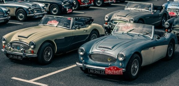 Frédérique Constant Vintage Rally : Hommage aux célèbres roadsters Healey