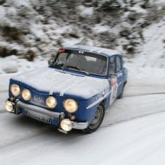 Quatre Renault 8 Gordini au départ du Monte Carlo Historique