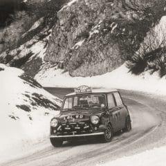 50 ans après sa victoire Rauno Aaltonen et sa Mini reprennent le départ du Rallye Monte-Carlo Historique