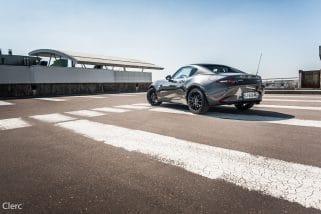 Un long tour en Mazda MX-5 RF !
