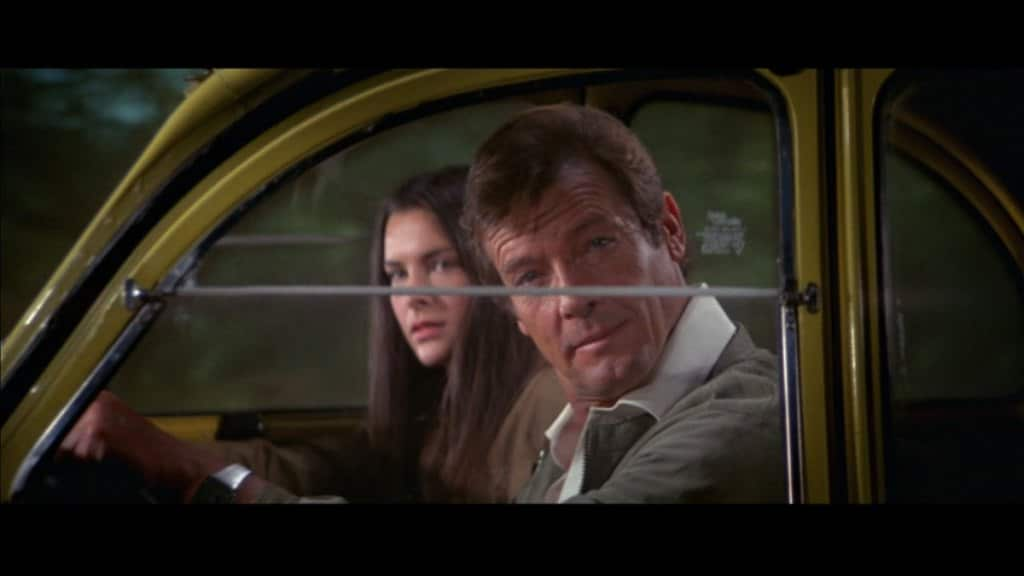Citroen 2CV - Roger Moore et Mélina Havelock