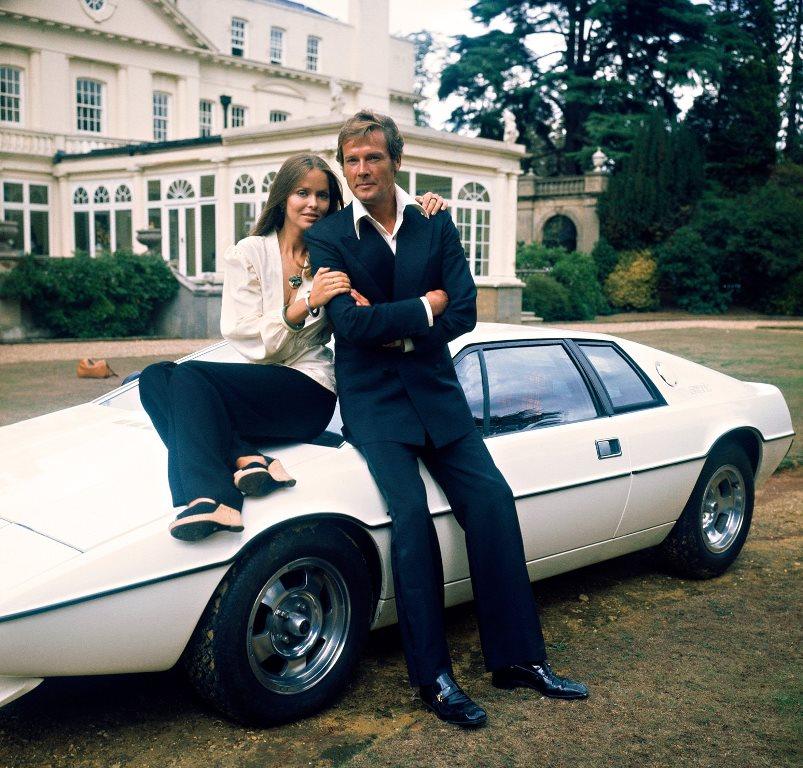 Lotus Esprit S1 - Roger Moore et Barbara_Bach - L'Espion qui m'aimait (James Bond)