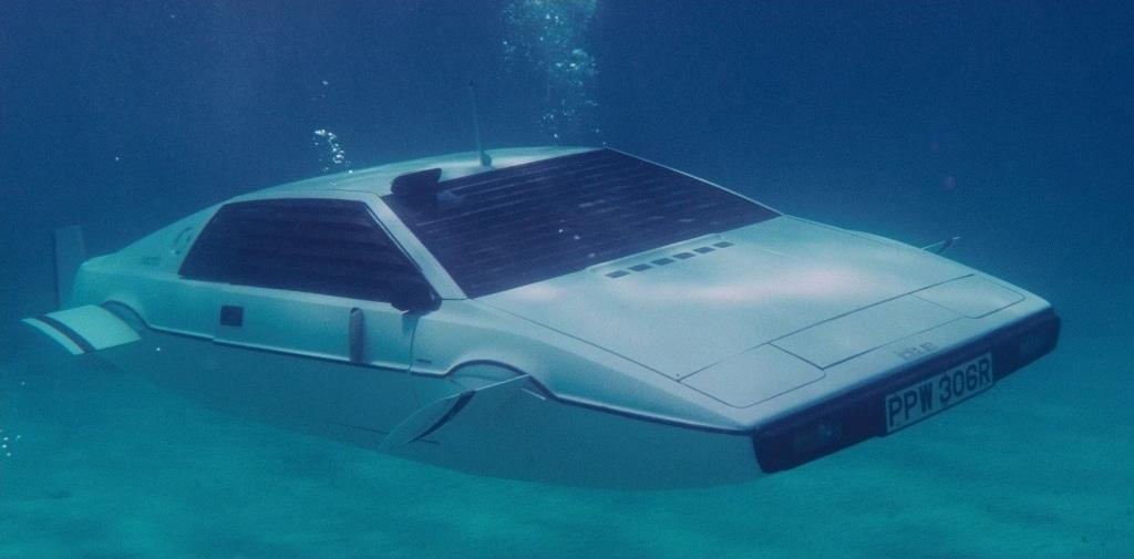 Lotus Esprit S1 - Roger Moore - L'Espion qui m'aimait (James Bond)