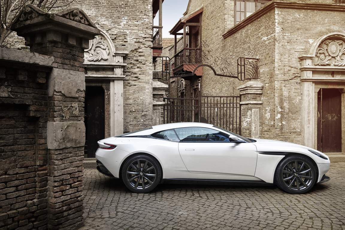 V8-Powered DB11_09
