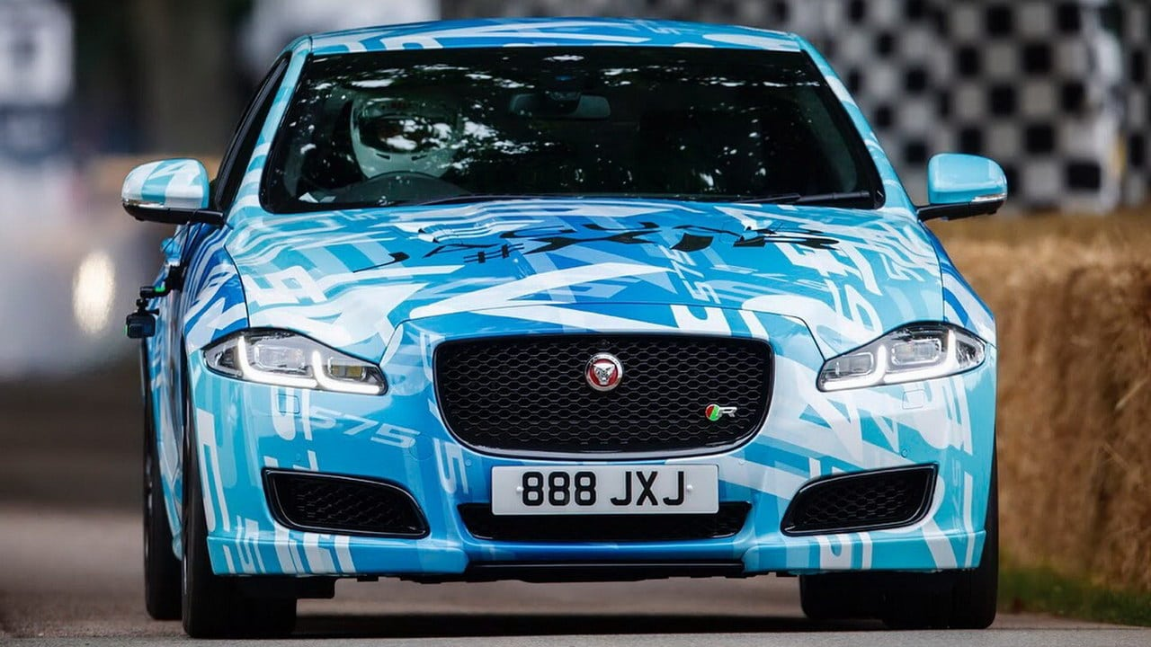 jaguar xjr 575 teasing au goodwood festival of speed automotiv press. Black Bedroom Furniture Sets. Home Design Ideas