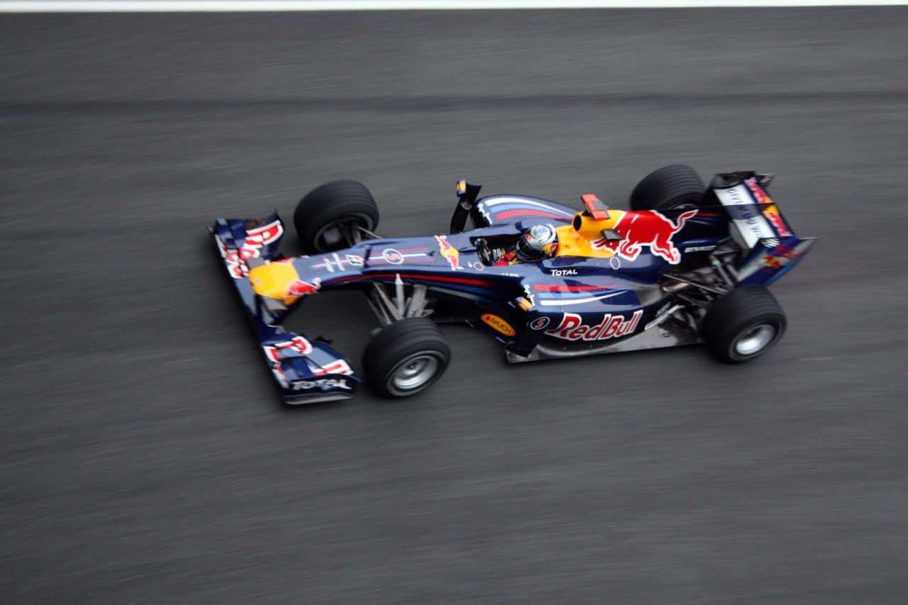 Sebastian_Vettel_2010_rb6