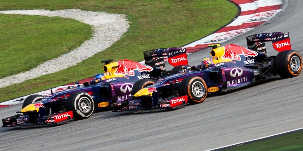 Red bull Renault F1 RB9 2013 - Sebastian Vettel overtaking Mark Webber