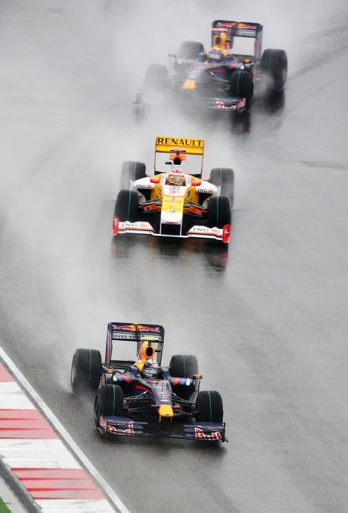 Red Bull Renault F1 RB5 et Renault F1 R29 2009 - Sebastian Vettel, Fernando Alonso, Mark Webber