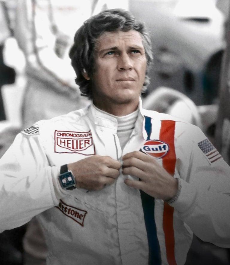 """Steve McQueen avec sa combinaison """"Gulf"""" dans le film """"Le Mans"""" (1971)"""
