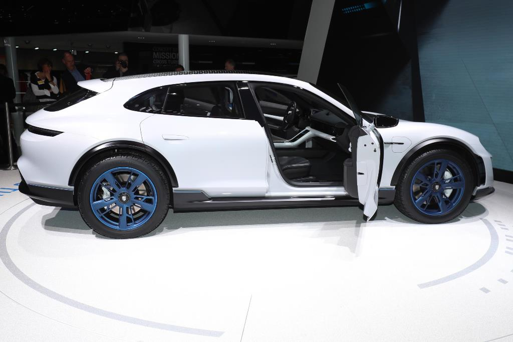 Porsche Mission E-Cross
