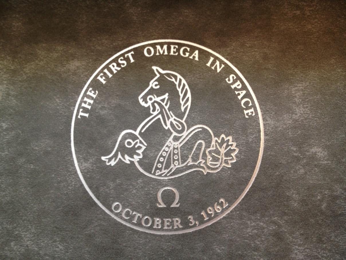 omega speedmaster moonwatch chronographe logo automotiv